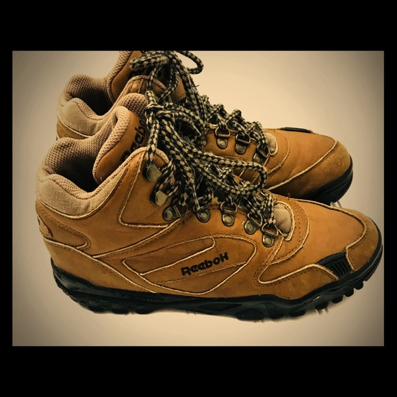 separation shoes 51d18 fea6f Reebok Vintage Hiking Boots Women s 7.5. M 5b8eee848869f776fde3966e